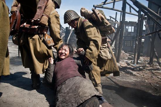 豆蔻被日本兵拖走
