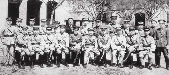 1928年5月3日上午,蔡公时与山东交涉署工作人员合影。当晚,蔡公时及16名工作人员即遭日军杀害