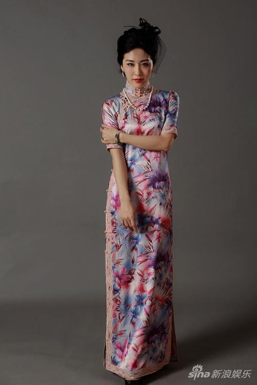 周毅印花旗袍造型
