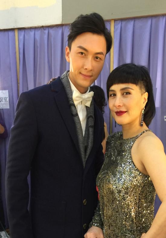 何超仪与《再战明天》搭档王浩信