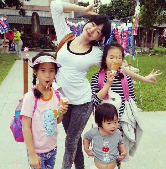 小S和三个宝贝女儿
