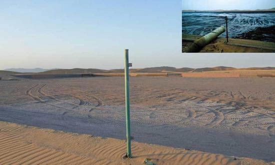 """12月17日,内蒙古自治区阿拉善盟腾格里工业园区整改后的1号排污池(大图);小图为9月媒体报道""""腾格里沙漠现巨型排污池""""使用的照片。"""