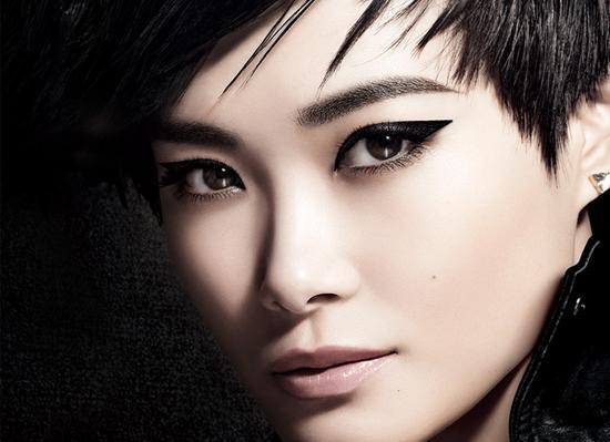 """#欧莱雅戛纳电影节#红毯,你读懂李宇春的""""滤镜""""时尚巧思了吗?"""