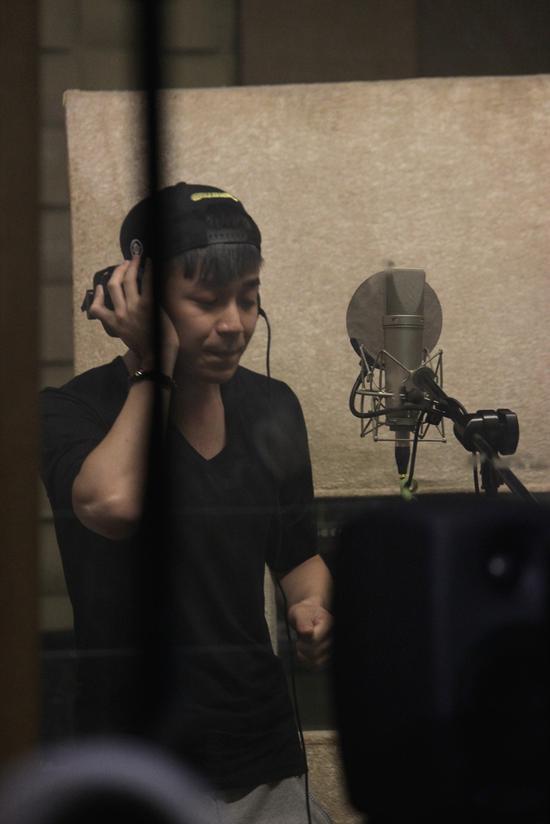 录制《幸好有你》余枫