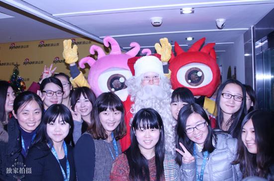 正版圣诞老人来到新浪山东送祝福 约你一起过圣诞