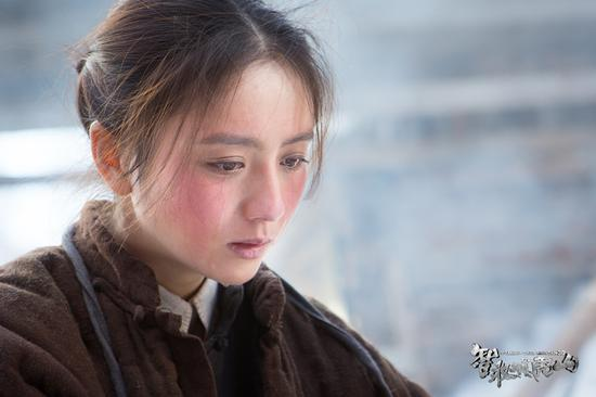 佟丽娅红脸蛋妆引领新潮流