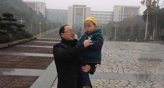 被学生举报的四川文理学院副教授雷斌。举报者供图