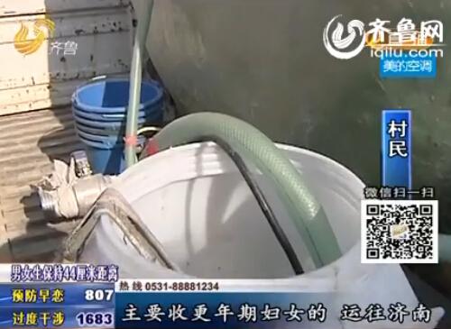 大罐车在收集点收集尿液。(视频截图)