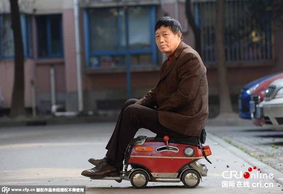 上海爷叔1500元自制超迷你小汽车 四档变速最快20码