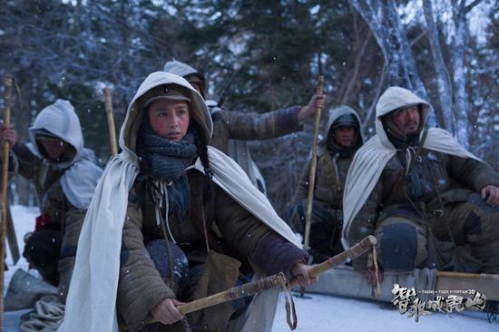 《威虎山》佟丽娅获赞战斗力最强卫生员