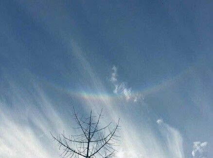 """北京上空出现环天顶弧:被誉""""上帝之眼"""""""