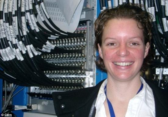 莫妮卡·邓福德博士原本来自美国加利福尼亚州,如今是德国海德堡大学的研究人员。直到2013年之前,她都在瑞士的欧洲核子研究中心工作,是广受好评的纪录片《粒子狂热》(Particle Fever)中描述的六位科学家之一。
