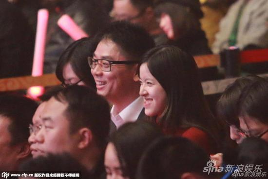 章泽天和刘强东在去年12月21日京东校园之星总决赛现场露面公开秀恩爱。