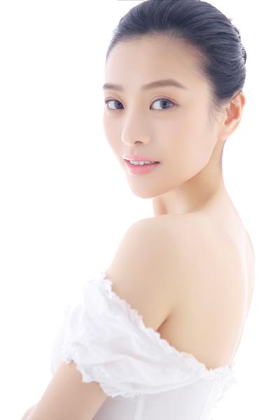 郑清文纯白系列写真 演绎氧气清纯美女