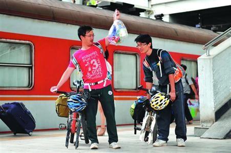 骑行者经常骑着自行车旅游