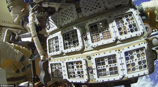 暴露实验有一些通过滤掉一部分太阳光同时保留一定压力而再现火星大气的特殊舱室。