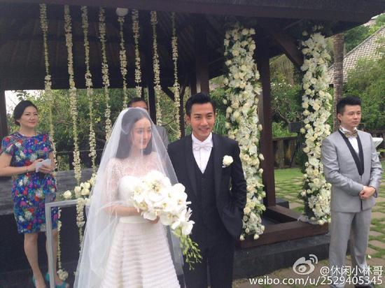 二人一年前在巴厘岛结婚