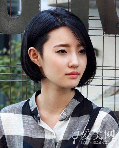 内扣短发显完美发质 崇尚自然不造作|短发|发质_新浪