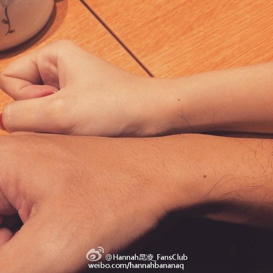"""昆凌甜蜜晒和周董的""""痣同道合"""""""