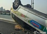 沪闵高架发生离奇车祸 拖车来了也没办法
