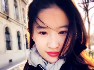 刘亦菲自拍红唇妖娆