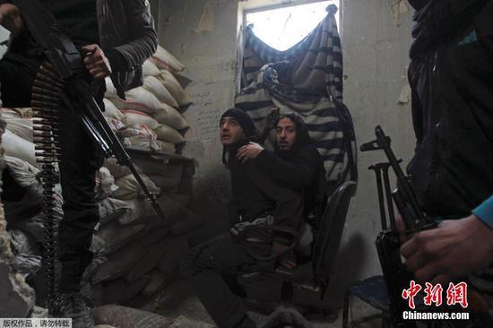 """叙利亚自由军 战争中失去双腿的""""自由""""战士"""