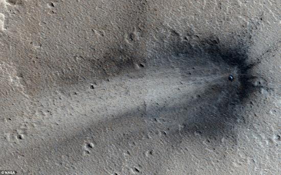 科学家们是在火星勘测轨道器(MRO)拍摄的图像中注意到这一最新的撞击事件的,研究人员相信此次撞击事件发生的时间是在2012年2月至2014年6月之间