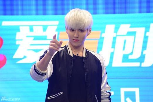 吴亦凡近期的白发造型,被指是为了拍摄《美人鱼》