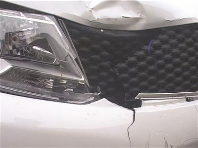 肇事车前端有撞击痕迹