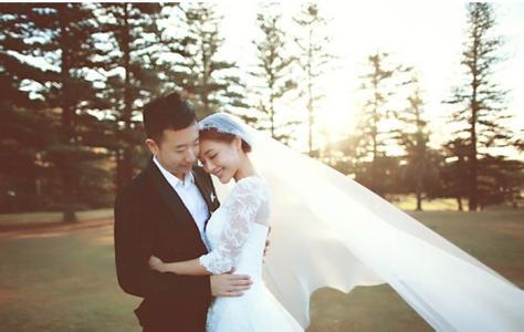 邓家佳去年在澳洲举行婚礼