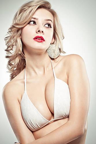 长按胸口or运动胸罩 女人30如何留住坚挺乳房