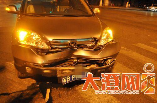 被撞的车子