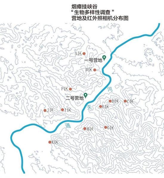 """一张由卫星图生成的等高线地形图,展示了烟瘴挂峡谷的陡峭地形,""""绿色江河""""的两个考察营地分别位于峡谷口和峡谷内,用于隐蔽跟踪拍摄的红外照相机被安放在11个区域。制图/张立芸"""