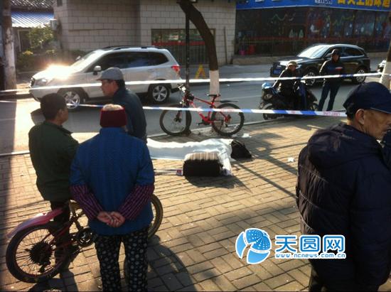 南昌男子路边突然倒地死亡 死因在调查中图片