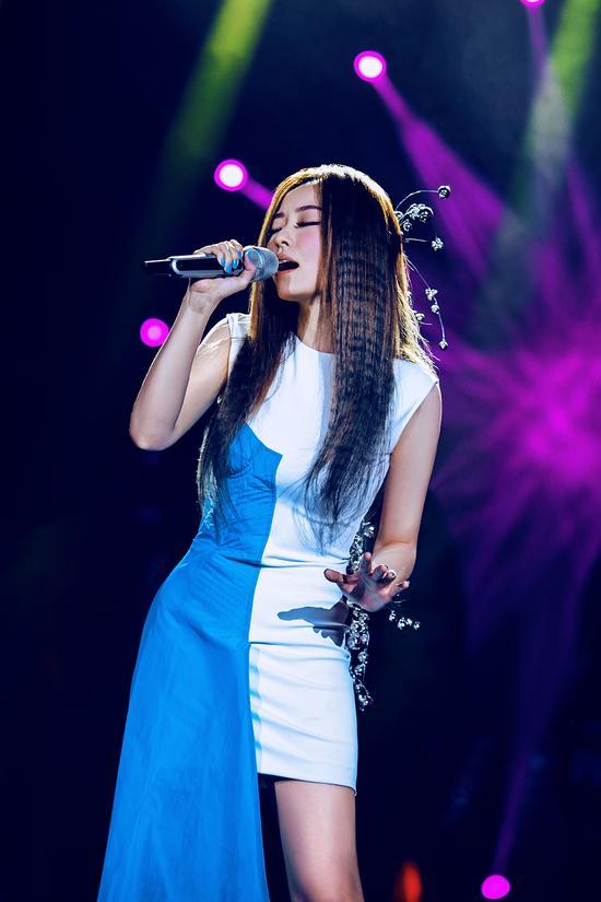 张靓颖参加《我是歌手》网络试听投票领先