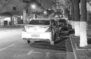 南京虽然对此暂不处罚,但这么停车确实会影响通行
