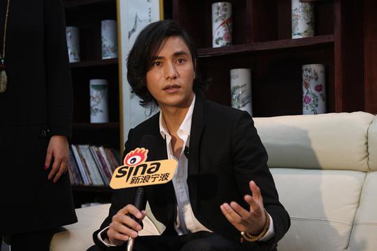 陈坤来宁波签售 接受新浪宁波采访