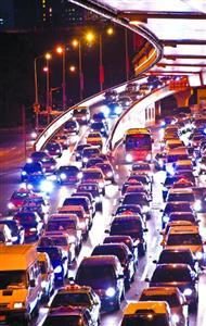 □今年起,上海将每季度发布中心城区道路拥堵指数。   /晨报记者 肖允