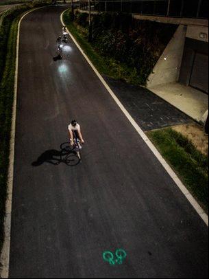 艾米丽·布鲁克和她的团队现在在开发一款自行车尾灯