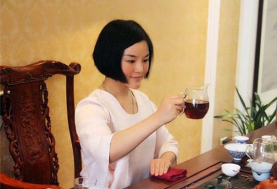 """被誉为""""中原茶仙子""""的彭晶晶"""