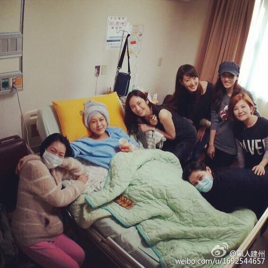 姐妹淘赴医院看望范范