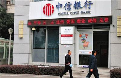 武汉某银行梨园支行。2009年9月、10月李志勇在这里通过客户经理潘晓翔将东风汽车公司1亿元存款转出。