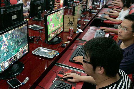 台湾一男子在网吧连续打3天游戏猝死
