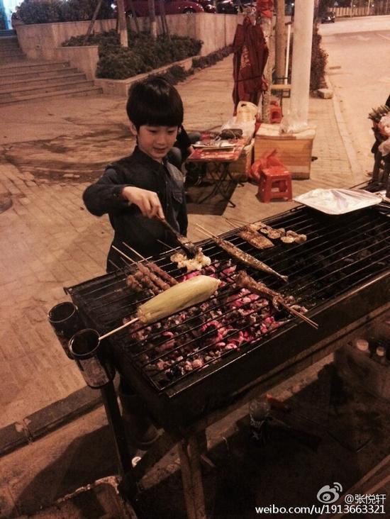 天天变烧烤小贩
