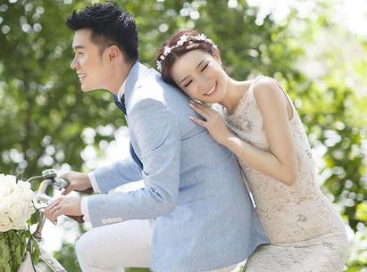 陈赫13年9月和妻子办海岛婚礼
