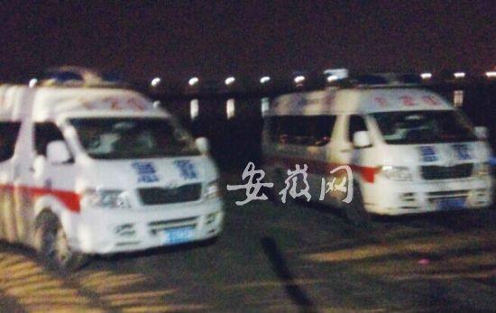 救护车停在饭店门口