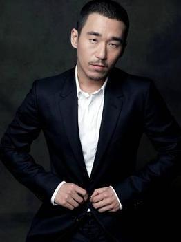 张默庭审承认4月至6月两次容留三人吸毒