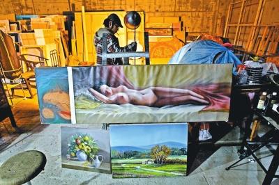 尚未完工的河南石佛艺术公社大楼地下室成了几位艺术家的临时居所兼画室