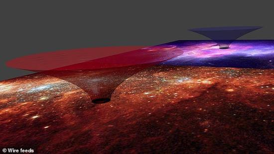 """此前的观点认为自然界存在的任何黑洞都正是存在于时空之中的""""微型裂口""""。然而这项最新研究的观点则认为我们银河系中心的超大质量黑洞应当足够大,可以容纳一艘飞船从中穿过"""