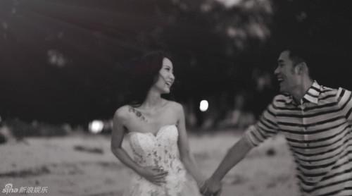 新浪娱乐讯 1月22日晚,陈赫微博发文承认离婚,并主动认错:是我没有维护好这个家。陈赫与妻子许婧恋爱长跑13年,恩爱瞬间盘点。
